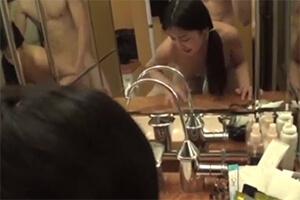 凛とした眼差しを携えたデキる女と洗面所でミラーセックス